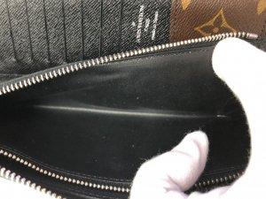 ルイヴィトン 長財布 モノグラム マカサー ジッピーウォレット ヴェルティカル M60109の高額買取ならお任せ!